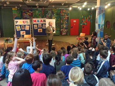 Schüler der Grundschule Garching-Ost interviewen Paul Maar