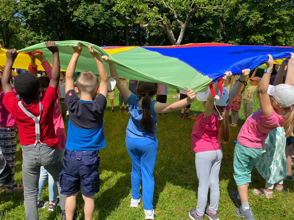 Zusammengehörigkeit farbenfroh feiern 1. Klassen